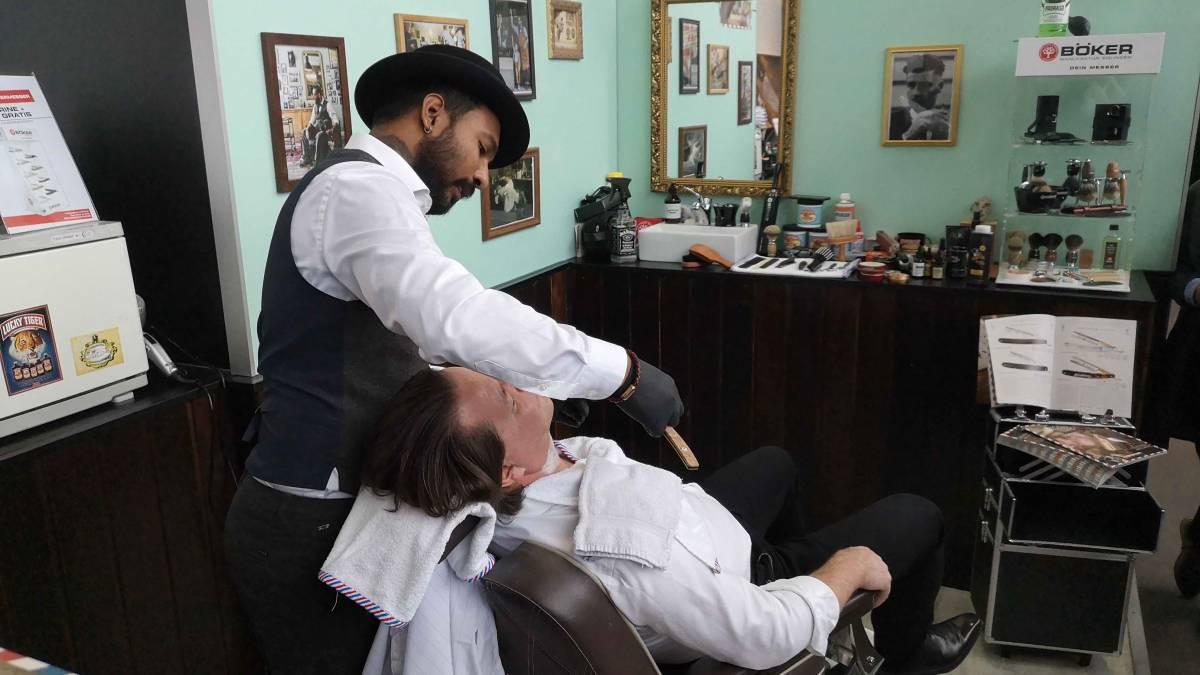 Egy Igazi Borbélytól tanulhattunk : borotválkozási technikák felsőfokon a frankfurti Ambiente szakkiállításon